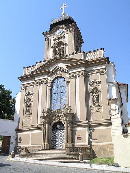 450px-Praha,_Hradčany_-_vojenský_kostel_Sv._Jana_Nepomuckého_(Kanovnická)